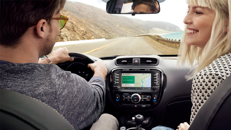 Android Auto soll den Fahrer nicht ablenken. Beifahrer sollten sich ein Beispiel nehmen. © Google